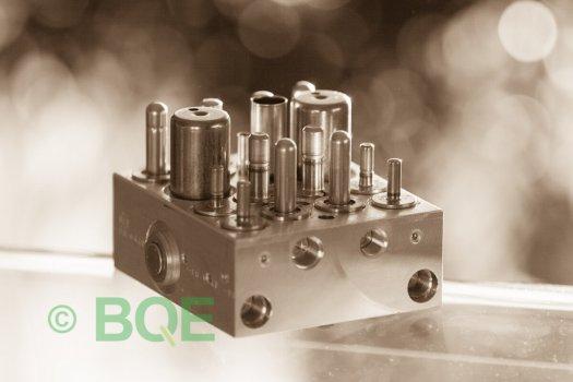 Skoda ABS/ESP ATE Mk60, Artnr: 10096003483, 1K0907379K, 10020601064, 1K0614517H, Felkod: 01435, Bromstryckgivare G201, Hydraulblock, Vy: snett mot bromsrörssida