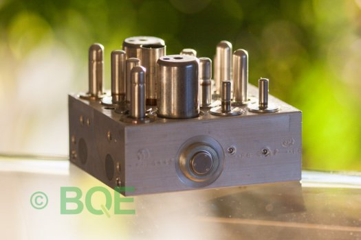 Skoda ABS/ESP ATE Mk60, Artnr: 10096003493, 1K0907379E, 10020600414, 1K0614517C, Felkod: 01435, Bromstryckgivare G201, Hydraulblock, Vy: Sida.