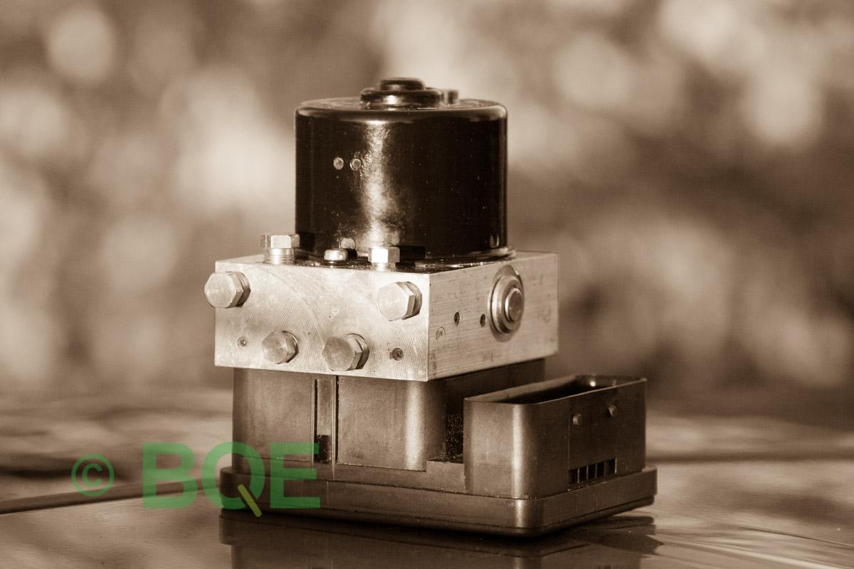 Skoda ABS/ESP ATE Mk60, Artnr: 10096003523, 1K0907379M, 10020601424, 1K0614517K, Felkod: 01435, Bromstryckgivare G201, ABS-aggregatet, Vy: snett mot kontakt.