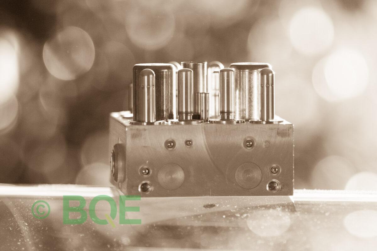 Skoda ABS/ESP ATE Mk60, Artnr: 10096003523, 1K0907379M, 10020601424, 1K0614517K, Felkod: 01435, Bromstryckgivare G201, Hydraulblock, Vy: fäste