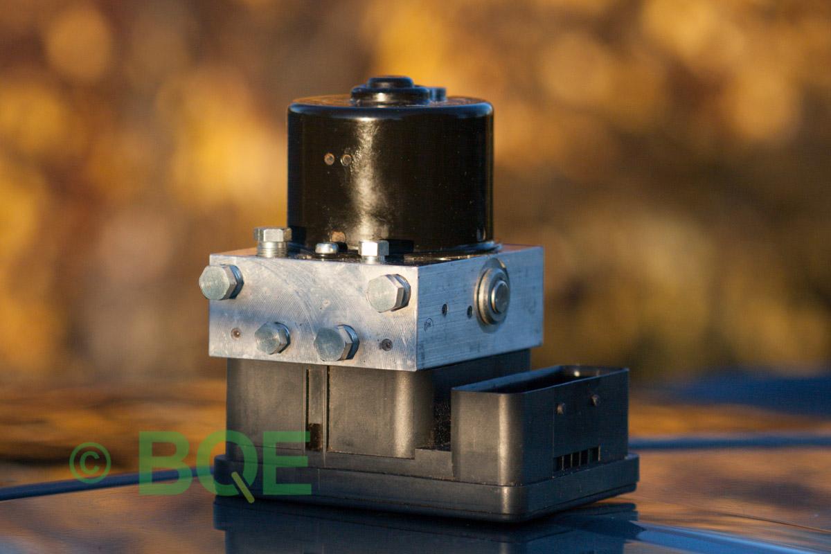Skoda ABS/ESP ATE Mk60, Artnr: 10096003553, 1K0907379Q, 10020601804, 1K0614517M, Felkod: 01435, Bromstryckgivare G201, ABS-aggregatet, Vy: snett mot kontakt.