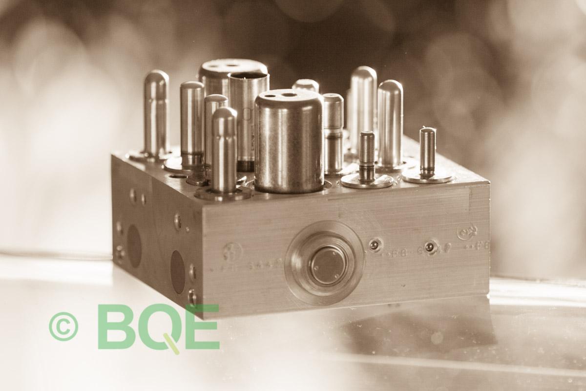 Skoda ABS/ESP ATE Mk60, Artnr: 10096003573, 1K0614517R, 10020601824, Skoda ECUnr = Skoda PumpNr, Felkod: 01435, Bromstryckgivare G201, Hydraulblock, Vy: Sida.