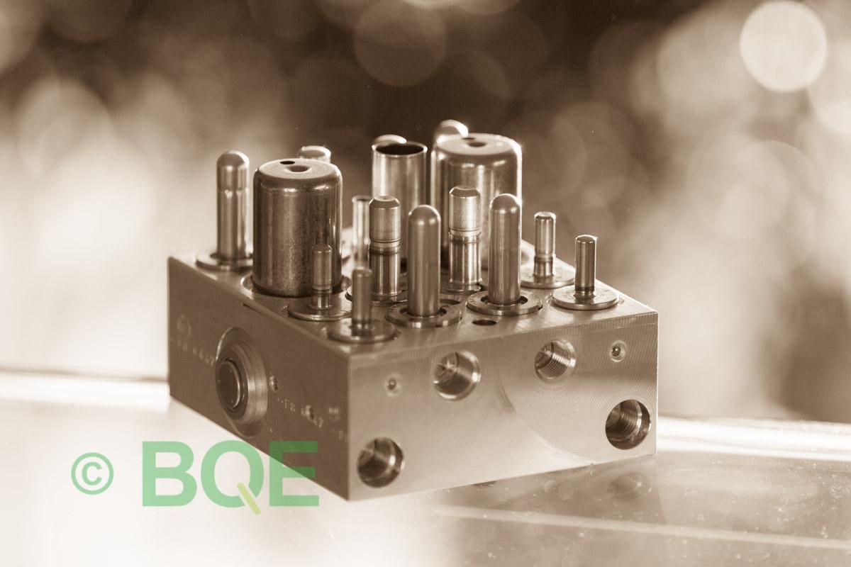 Skoda ABS/ESP ATE Mk60, Artnr: 10096003623, 1K0614517AC, 10020602224, Skoda ECUnr = Skoda PumpNr, Felkod: 01435, Bromstryckgivare G201, Hydraulblock, Vy: snett mot bromsrörssida