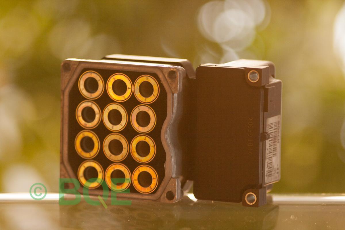 Skoda ESP, Bosch 5.3, ABS, TCS, Styrbox för Superb, artikelnummer: 0273004284, 0265220408, 8E0614111A, Underifrån solenoidsida