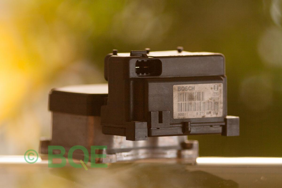 VW ESP, Bosch 5.3, ABS, TCS, Styrbox för Passat, artikelnummer: 0273004284, 0265220408, 8E0614111A, Snett bakifrån, streckkodssida