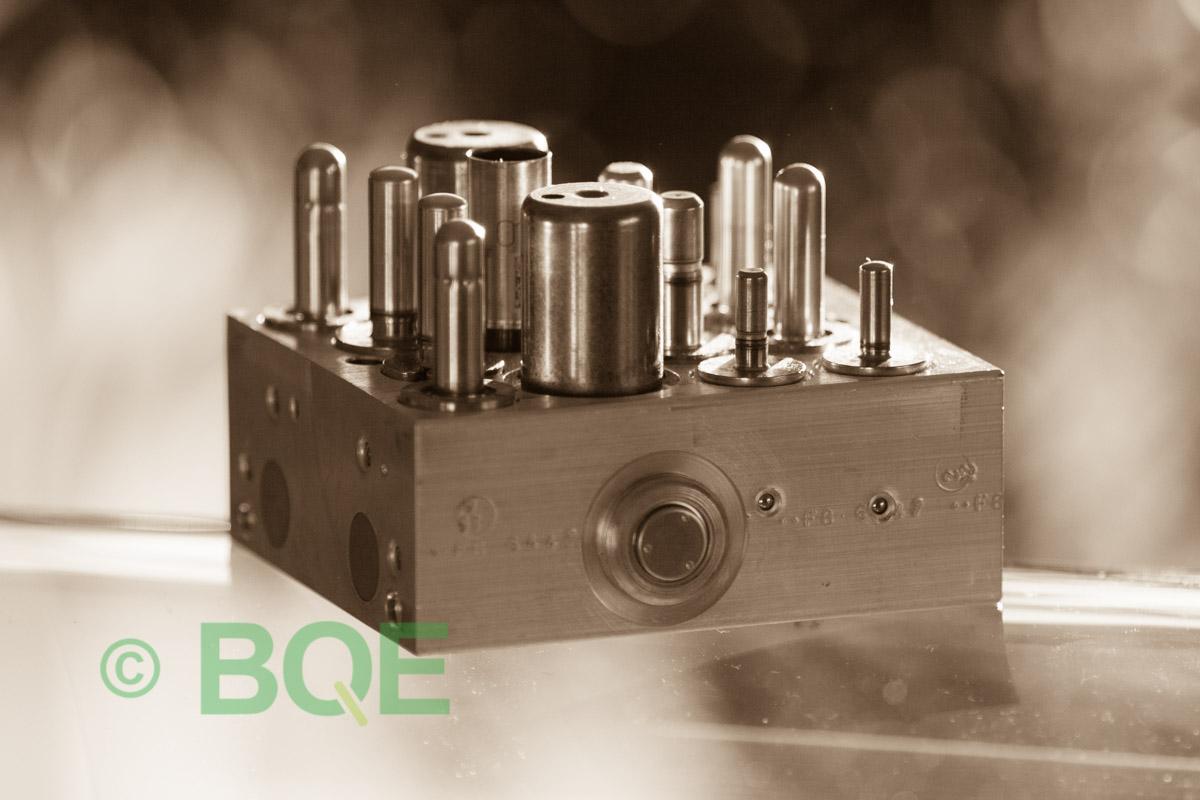 Citroen ABS/ESP ATE Mk60, Artnr: 10096011493, 10020601914, 9655329980, Felkod: C1302 - Bromstryckgivare, C1301 - Bromsljuskontakt, Hydraulblock, Vy: Sida.
