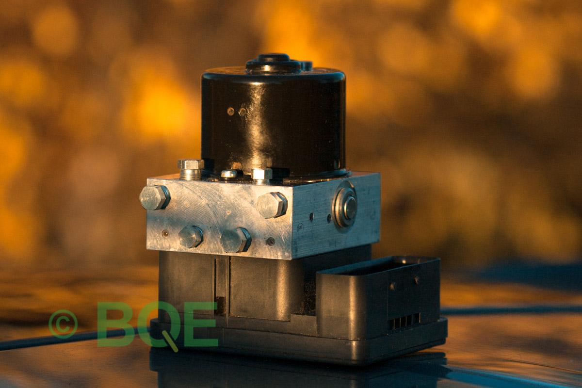 Citroen ABS/ESP ATE Mk60, Artnr: 10096011733, 10020602564, 9662150480, Felkod: C1302 - Bromstryckgivare, C1301 - Bromsljuskontakt, ABS-aggregatet, Vy: snett mot kontakt.