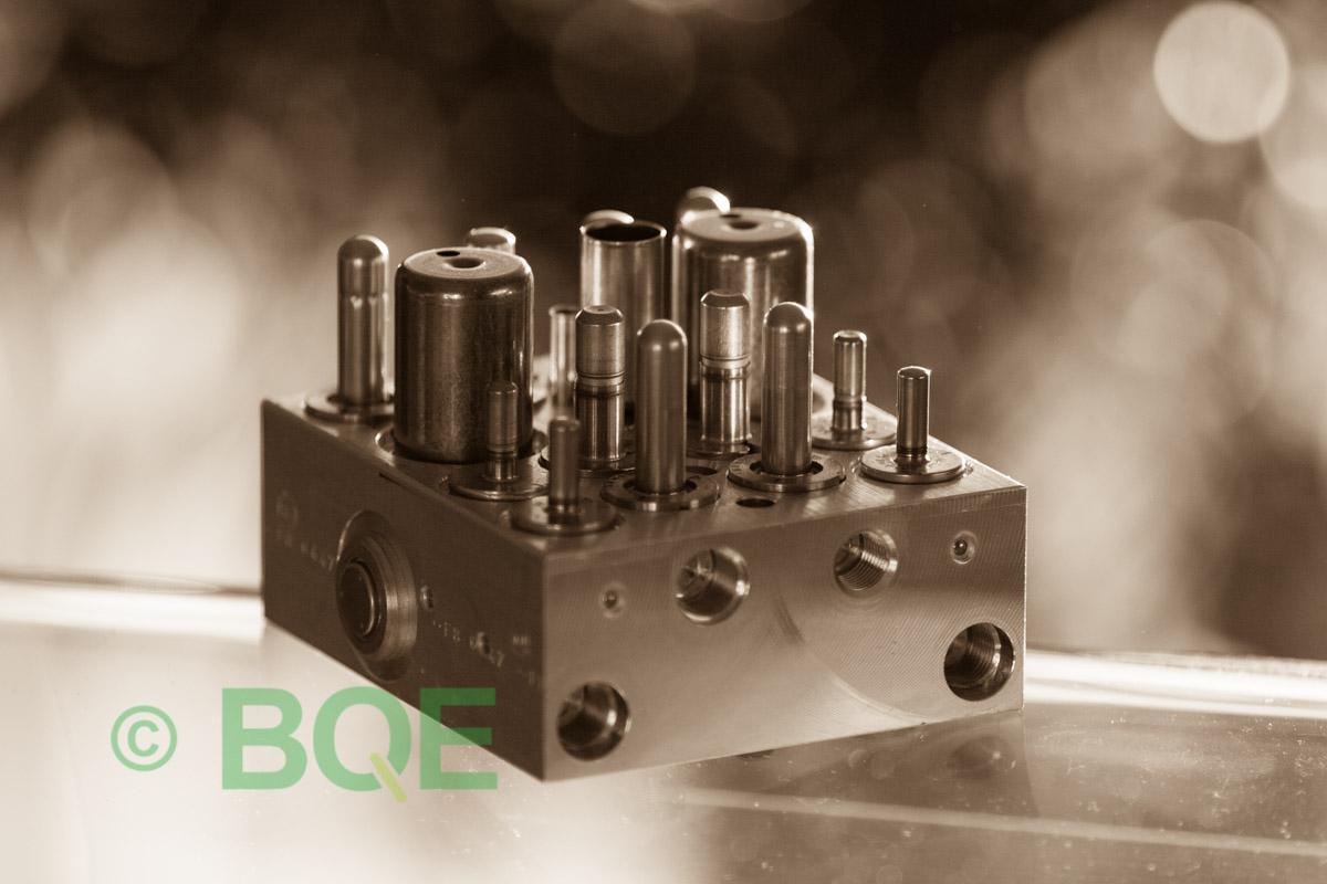 Citroen ABS/ESP ATE Mk60, Artnr: 10096011733, 10020602564, 9662150480, Felkod: C1302 - Bromstryckgivare, C1301 - Bromsljuskontakt, Hydraulblock, Vy: snett mot bromsrörssida