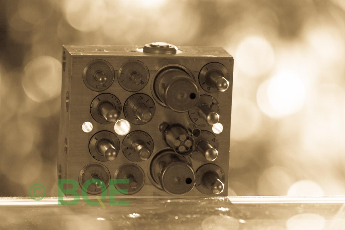 Suzuki ABS/ESP ATE Mk60, Artnr: 06210905963, 06210203914, Felkod: C1028 - Bromstryckgivare - Elkrets defekt, Hydraulaggregat Vy: sensorsida.
