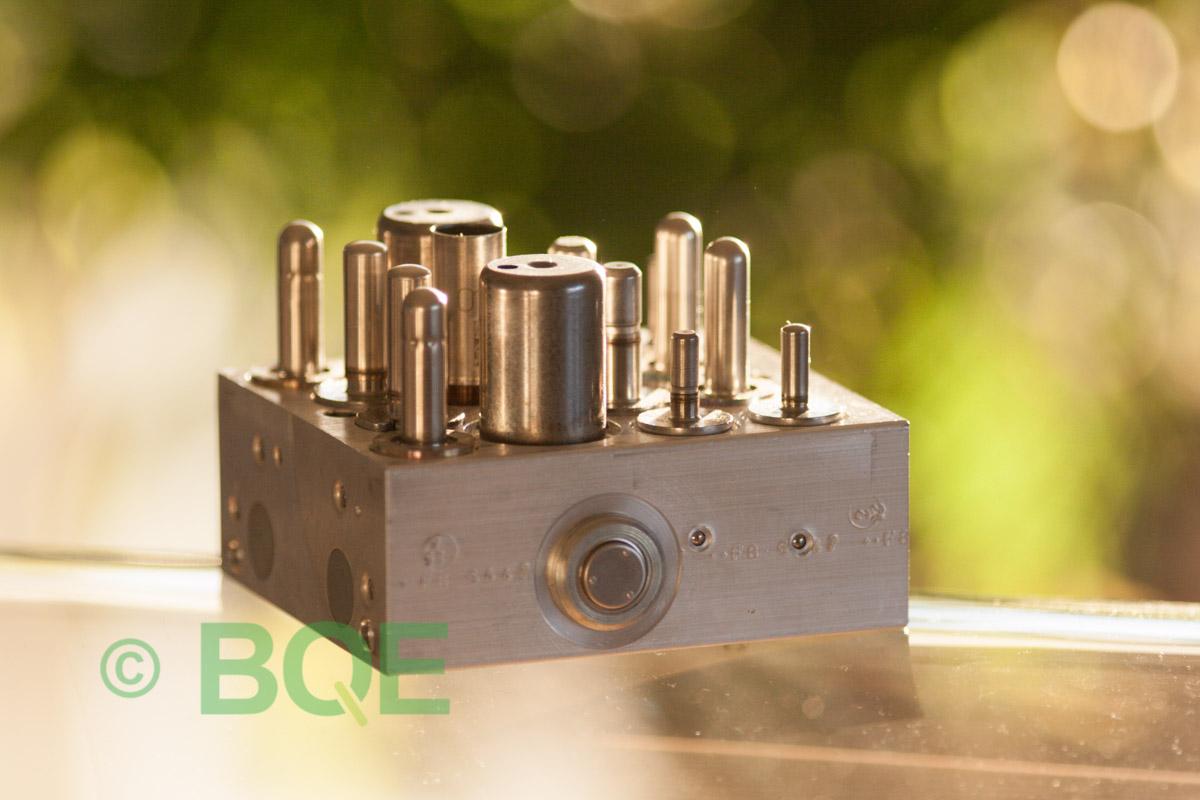 Suzuki ABS/ESP ATE Mk60, Artnr: 06210906033, 06210204574, Felkod: C1028 - Bromstryckgivare - Elkrets defekt, Hydraulaggregat Vy: sida.