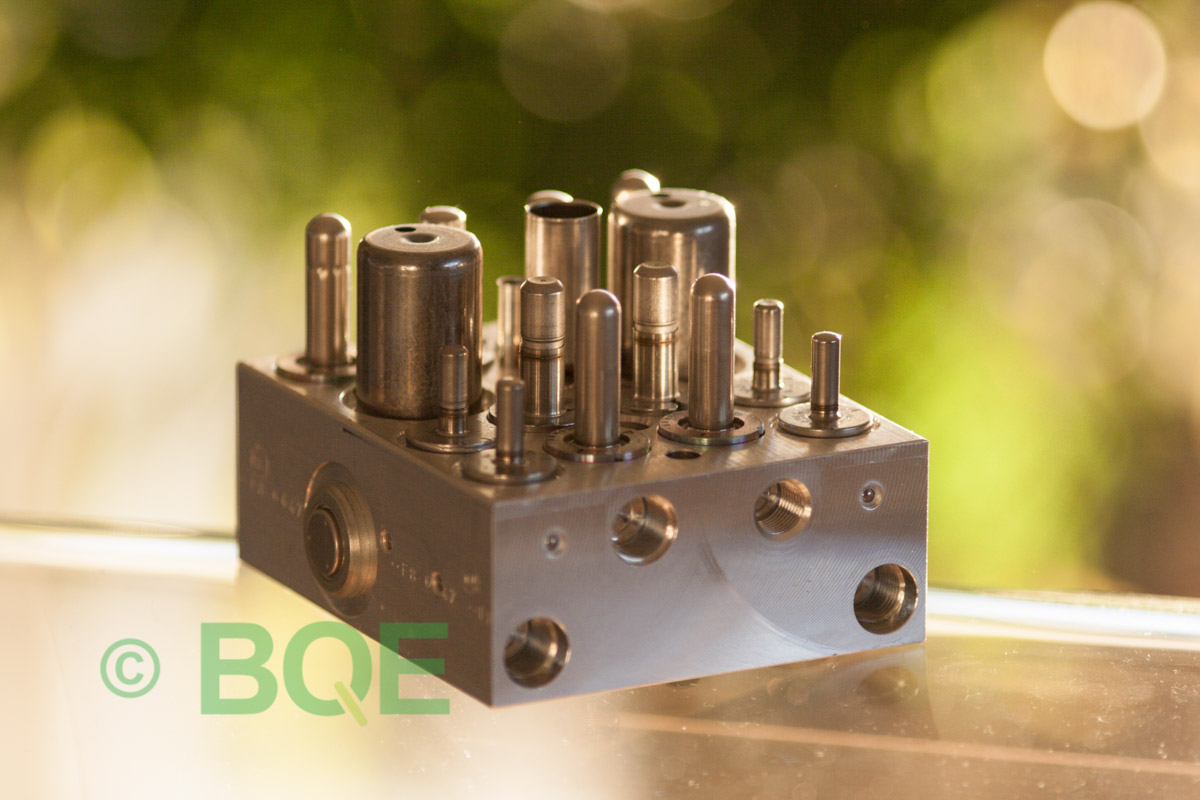 Suzuki ABS/ESP ATE Mk60, Artnr: 06210909033, 06210206684, Felkod: C1028 - Bromstryckgivare - Elkrets defekt, Hydraulaggregat Vy: snett mot bromsrörssida.