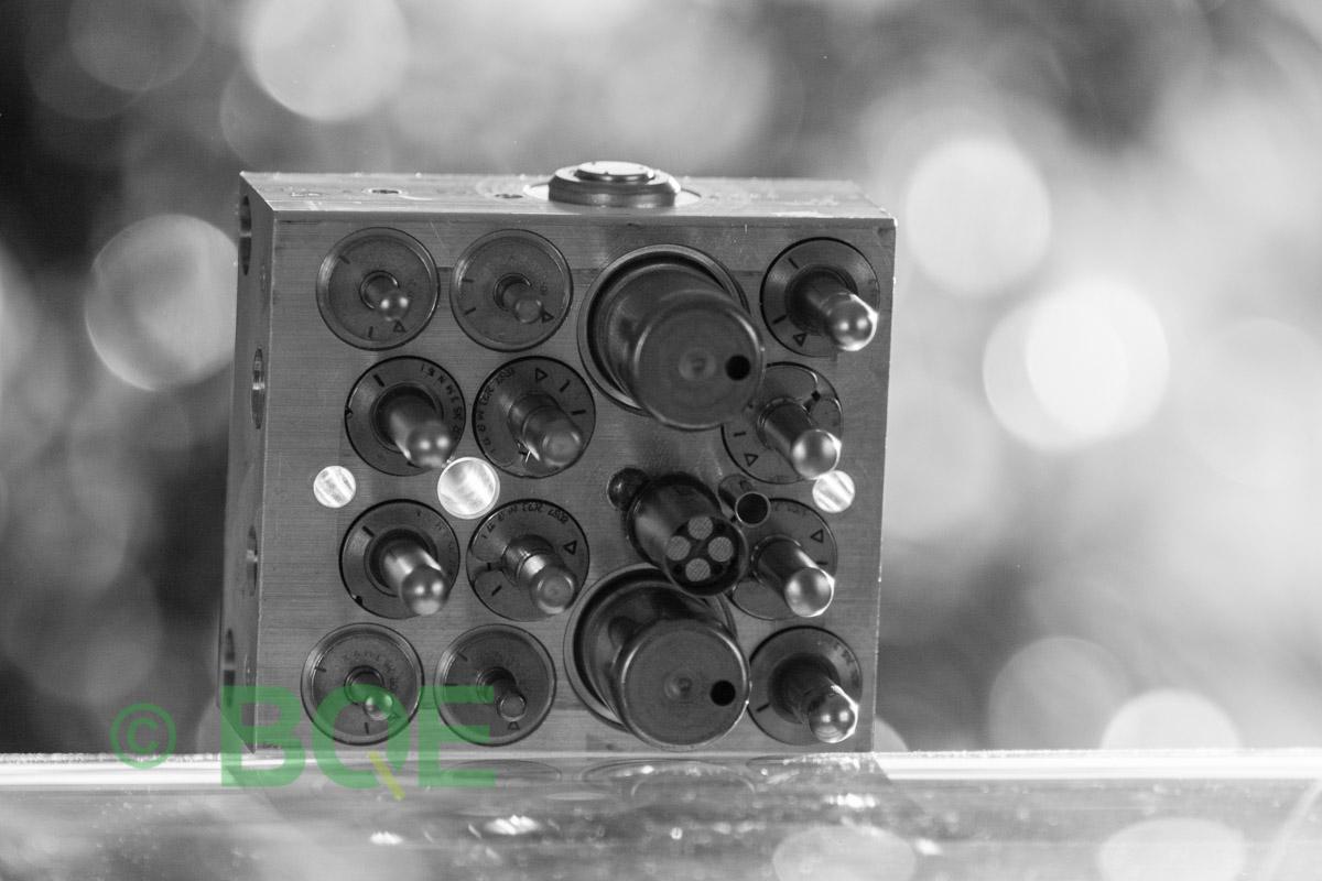 Suzuki ABS/ESP ATE Mk60, Artnr: 06210909473, 06210208464, Felkod: C1028 - Bromstryckgivare - Elkrets defekt, Hydraulaggregat Vy: sensorsida.