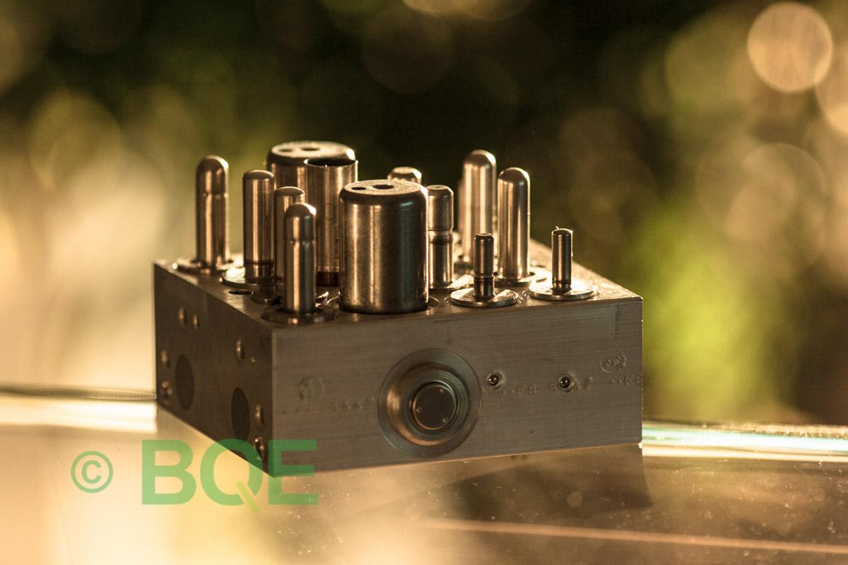 Suzuki ABS/ESP ATE Mk60, Artnr: 06210952003, 06210208854, Felkod: C1028 - Bromstryckgivare - Elkrets defekt, Hydraulaggregat Vy: sida.