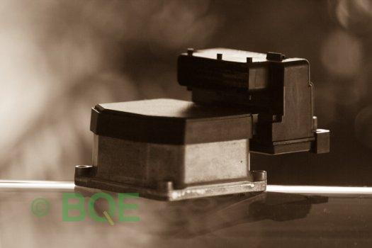 Audi A4, S4, A6, S6, A8, S8, Bosch 5.3, Styrbox, ECU, Artikelnummer: 0273004574, 0265220622, 8E0614111AP, Felbeskrivning: Ingen kontakt med styrdonet, Vy: Styrbox snett framifrån mot kontakt.