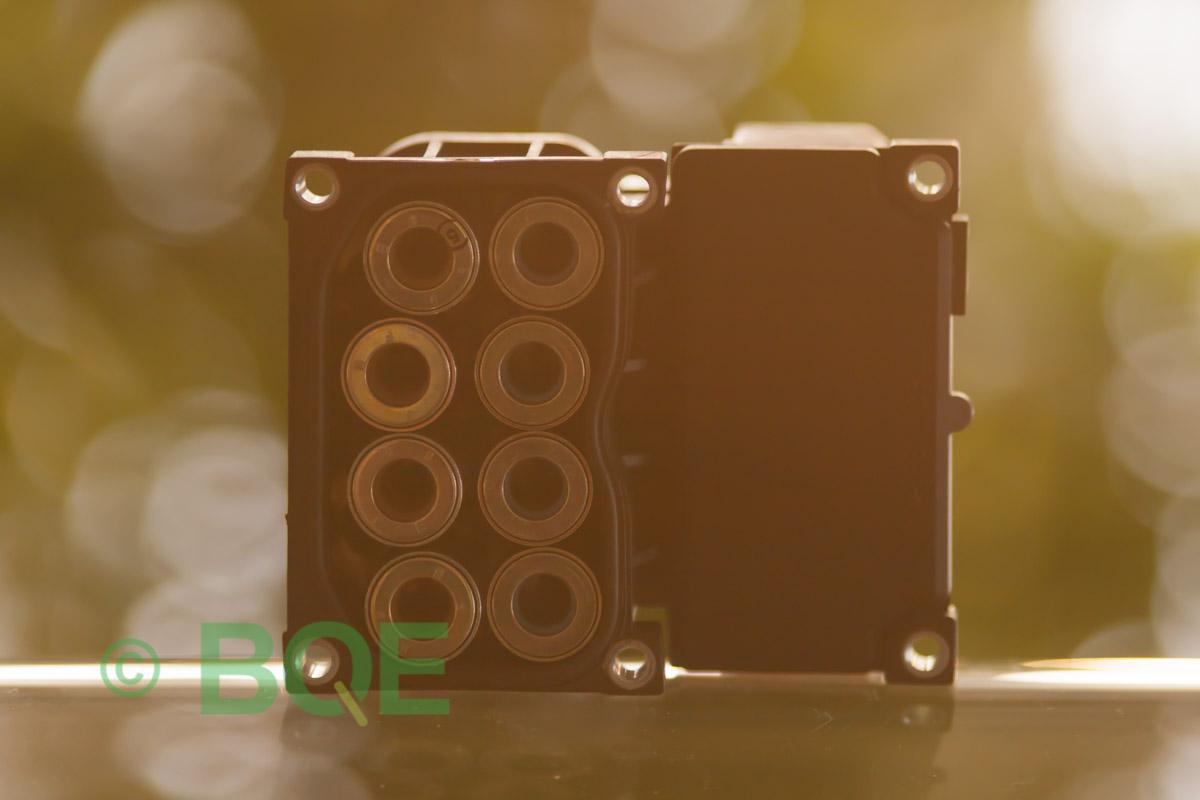 Audi A4, S4, A6, S6, A8 eller S8, Bosch 5.4, Styrbox, ECU, ABS, Artikelnummer: 0273004281, 0265216559, 8E0614111AB, Felbeskrivning: Ingen kontakt med styrdonet, Vy: Styrbox solenoid-sida.