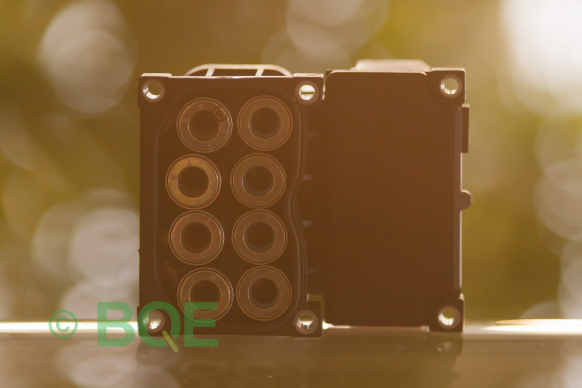 Audi A4, S4, A6, S6, A8 eller S8, Bosch 5.4, Styrbox, ECU, ABS, Artikelnummer: 0273004282, 0265216562, 8E0614111AE, Felbeskrivning: Ingen kontakt med styrdonet, Vy: Styrbox solenoid-sida.