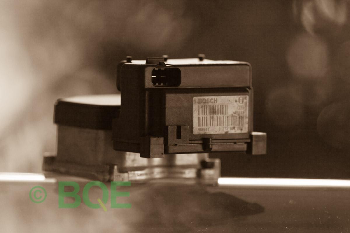 VW Passat, Bosch 5.3, Styrbox, ECU, Artikelnummer: 0273004573, 0265220621, 3B0614111, Felbeskrivning: Ingen kontakt med styrdonet, Vy: Styrbox, snett bakrifrån mot streckkod.