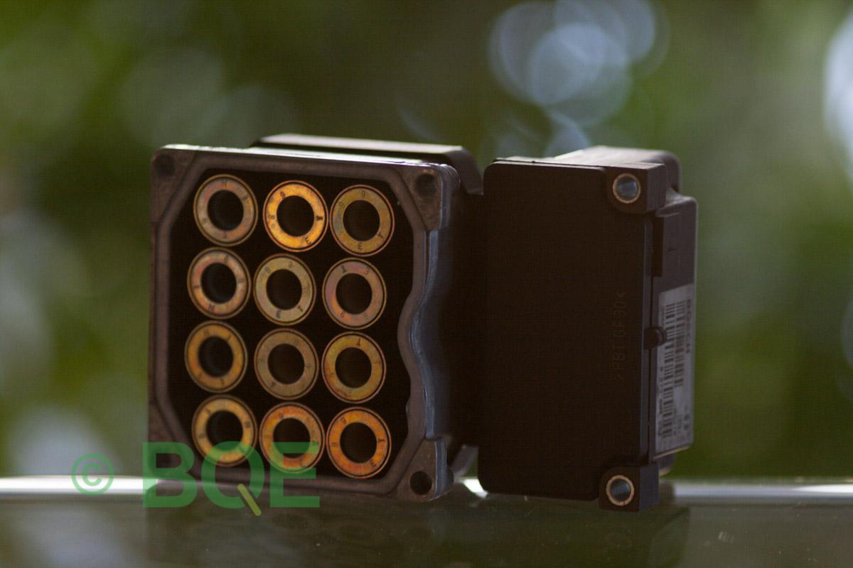 VW Passat, Bosch 5.3, Styrbox, ECU, Artikelnummer: 0273004574, 0265220622, 8E0614111AP, Felbeskrivning: Ingen kontakt med styrdonet, Vy: Styrbox solenoid-sida.