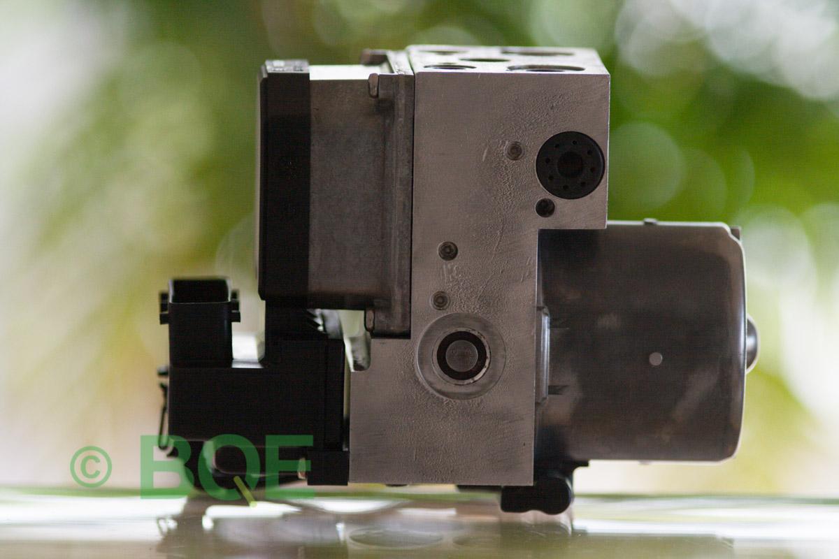 VW Passat, Bosch 5.3, Styrbox, ECU, Artikelnummer: 0273004574, 0265220622, 8E0614111AP, Felbeskrivning: Ingen kontakt med styrdonet, Vy: Hela ABS-aggregatet, Felbeskrivning: Ingen kontakt med styrdonet, Vy: Hela ABS-aggregatet