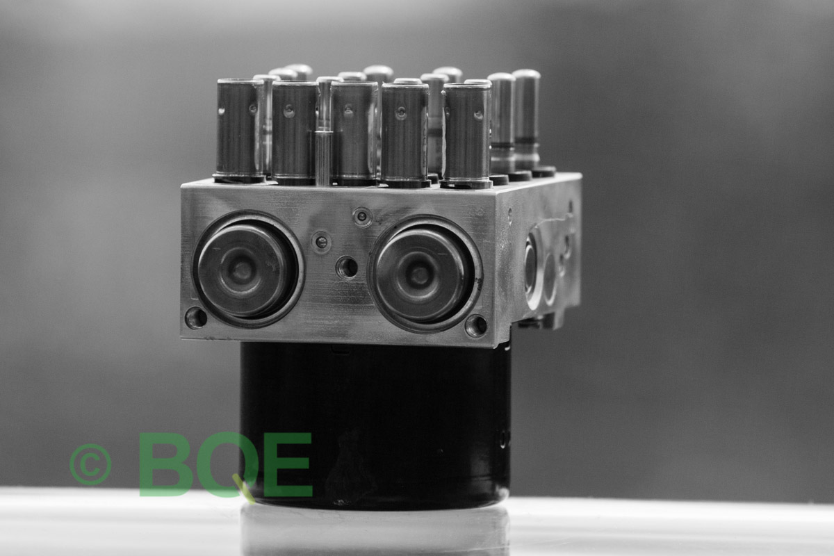 BMW DSC, ABS Ate Mk61, Artnr: 10.0961-0829.3, 10.0614-3758.3, 3452 6769164-02, 10.0212-0104.4, 3451 6769162-03, 10096108293, 10061437583, 3452676916402, 10021201044, 3451676916203 , Felkoder: 5DF0 - Felaktig pumpmotor, 5DF1 - Kontaktfel pumpmotor, Fel på tryckgivare, HCU med pumpmotor, Vy: snett mot pumpmekanismer/fäste.