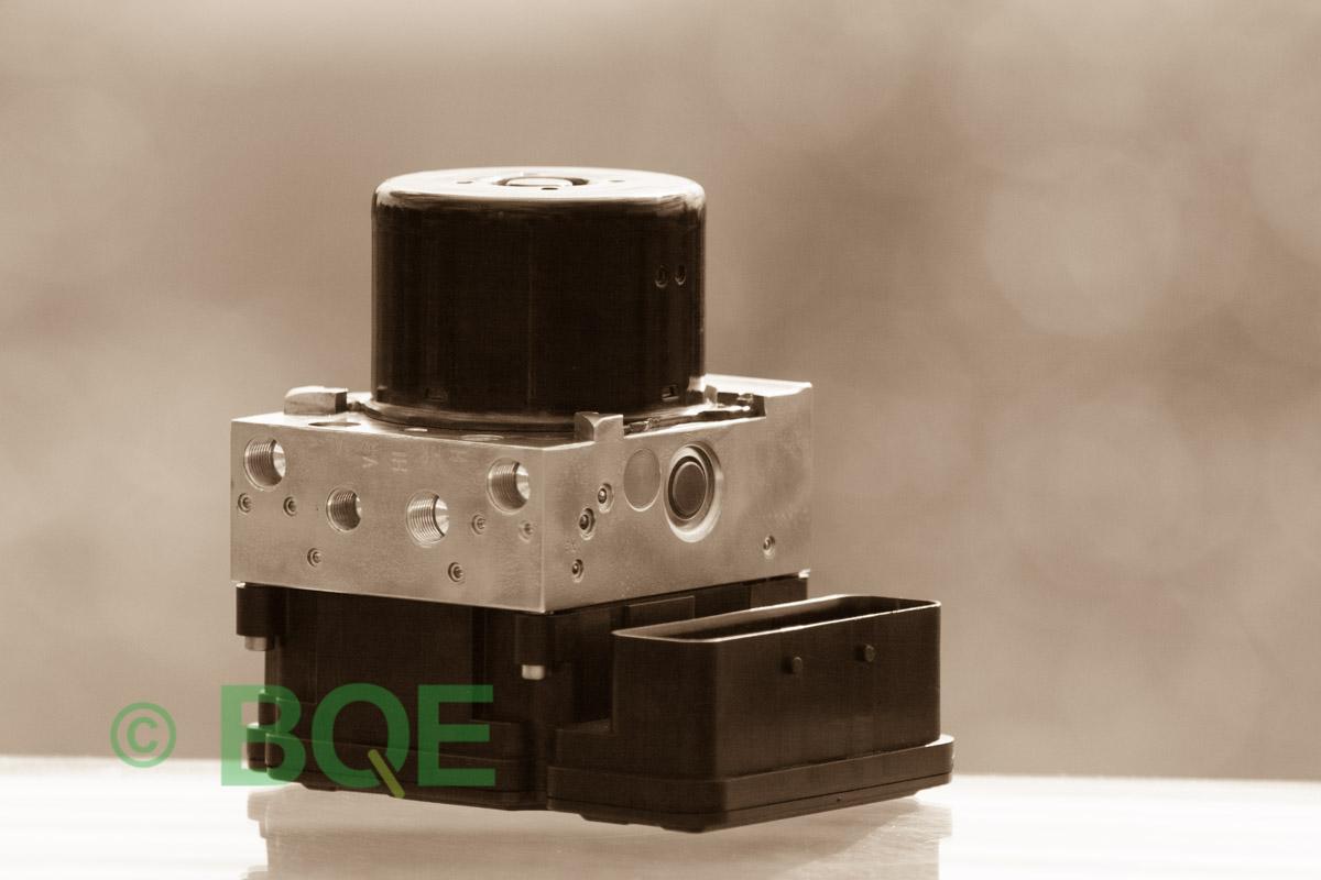 BMW DSC, ABS Ate Mk61, Artnr: 10.0961-0821.3, 10.0613-3175.3, 3452 6771491-01, 10.0206-1052.4, 3451-6771490-01, 10096108213, 10061331753, 3452677149101, 10020610524, 3451677149001, Felkoder: 5DF0 - Felaktig pumpmotor, 5DF1 - Kontaktfel pumpmotor, Fel på tryckgivare, Hela ABS-aggregatet, Vy: snett mot kontakt.