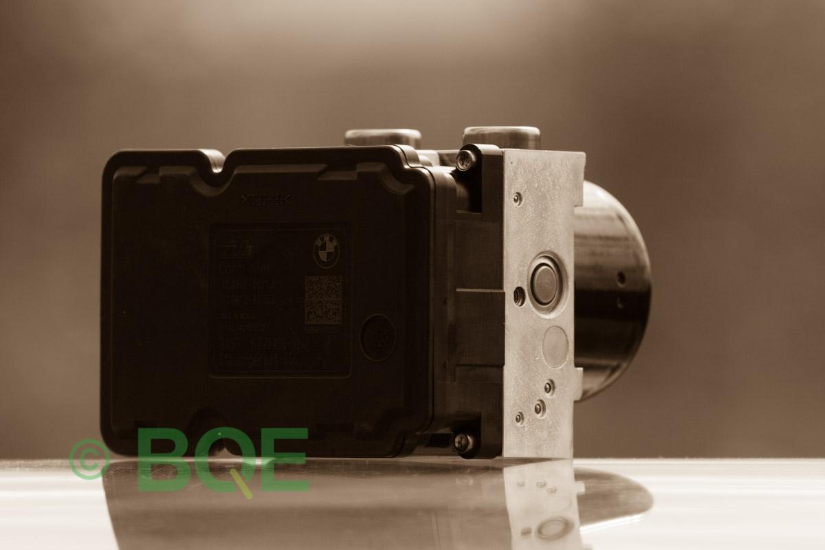 BMW DSC, ABS Ate Mk61, Artnr: 10.0961-0821.3, 10.0613-3175.3, 3452 6771491-01, 10.0206-1052.4, 3451-6771490-01, 10096108213, 10061331753, 3452677149101, 10020610524, 3451677149001, Felkoder: 5DF0 - Felaktig pumpmotor, 5DF1 - Kontaktfel pumpmotor, Fel på tryckgivare, Hela ABS-aggregatet, Vy: snett mot ECU.