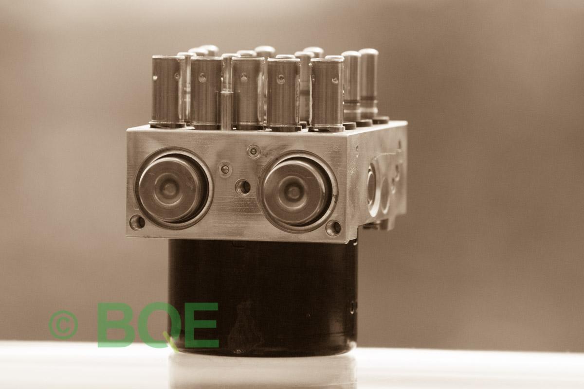 BMW DSC, ABS Ate Mk61, Artnr: 10.0961-0868.3, 10.0613-3856.1, 3452 7841954-01, 10.0212-0291.4, 3451-7841954-01, 10096108683, 10061338561, 3452784195401, 10021202914, 3451784195401, Felkoder: 5DF0 - Felaktig pumpmotor, 5DF1 - Kontaktfel pumpmotor, Fel på tryckgivare, HCU med pumpmotor, Vy: snett mot pumpmekanismer/fäste.